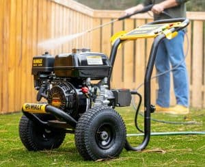 The DeWalt DXPW3625 in use
